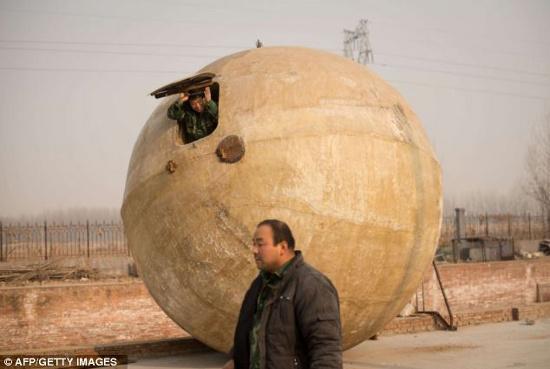 """Chế tạo quả cầu """"khủng"""" chống Ngày tận thế"""