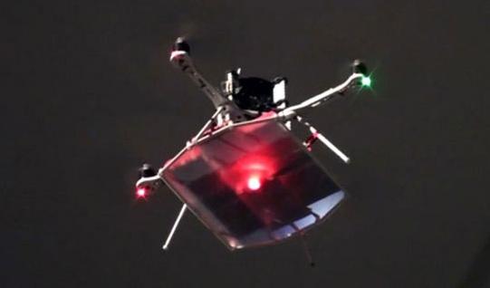 Nhờ công nghệ truyền điện bằng laser, chiếc máy bay mô hình này bay liên tục hơn 12 giờ chỉ bằng pin sạc có thời lượng 5 phút