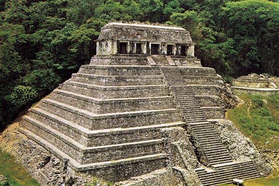 Những kim tự tháp Maya vẫn còn nguyên vẹn.