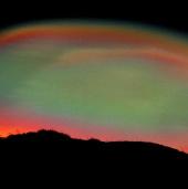 Kỳ thú dải mây xà cừ lóng lánh hiếm gặp ở Scotland