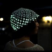Mũ phát sáng theo cử động của đầu