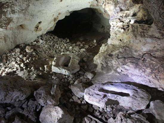 Những viên đá mà người Maya cổ dùng để thực hiện nghi lễ giải phóng linh hồn của đồ vật. Người Maya xưa tin rằng mọi vật đều có linh hồn.
