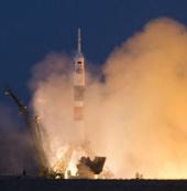 Tàu Soyuz rời bệ phóng đưa ba phi hành gia đến ISS