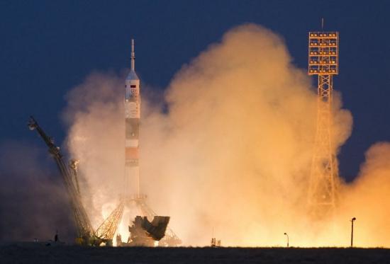 Tàu Soyuz TMA-07M mang theo ba nhà du hành đã rời bệ phóng tại Trung tâm vũ trụ Baikonur của Nga ở Kazakhstan