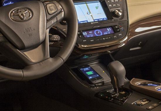 Thảm sạc không dây trên xe Avalon của Toyota