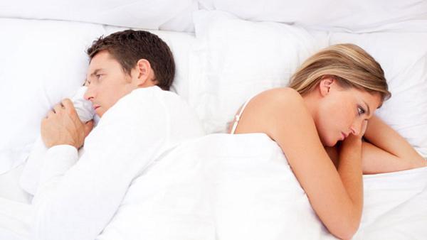 """Chứng đau đầu khi """"yêu"""" làm ảnh hưởng đến quan hệ vợ chồng."""