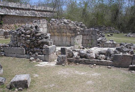 Một trong những nghi lễ rửa tội quan trọng đối với người Maya cổ là tắm hơi cho đổ mồ hôi.