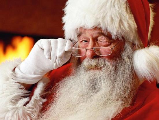 Ông già Noel đã bẻ cong không gian-thời gian  để có thể chia quà cho tất cả trẻ em trên thế giới.