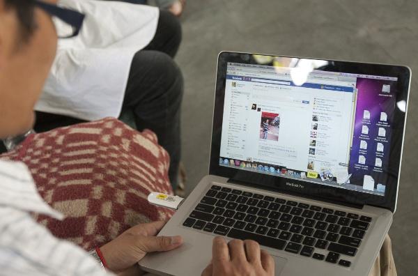 Sử dụng Facebook để trò chuyện với bạn bè có nguy cơ tăng cân