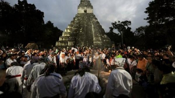 Một lượng người rất đông đã kéo về Tikal.