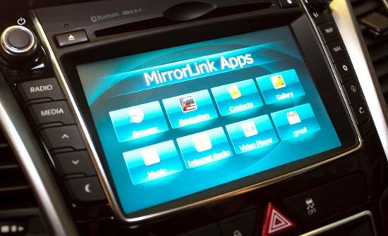 Màn hình chính của smartphone sẽ hiện hết nội dung lên màn hình trên xe