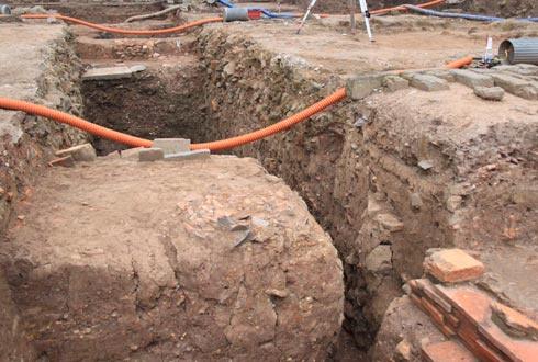Nhiều cống thoát nước được khai quật.