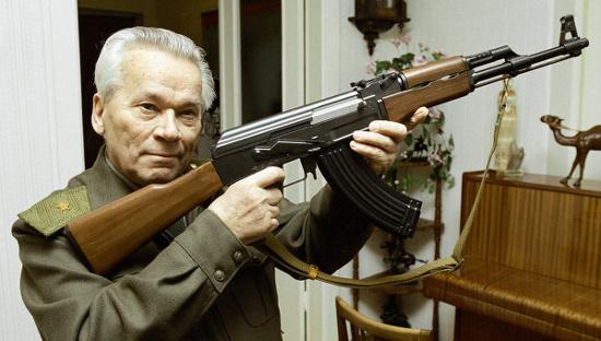 Mikhail Kalashnikov và chiếc AK-47 huyền thoại