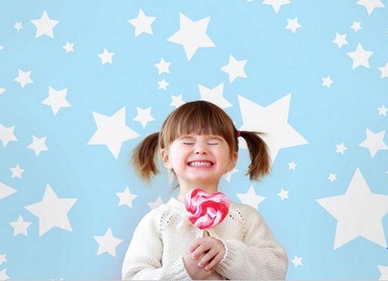 Nhiều trẻ được cho ăn kẹo từ rất bé