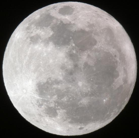 Trái Đất đang rời xa người bạn đồng hành - Mặt Trăng