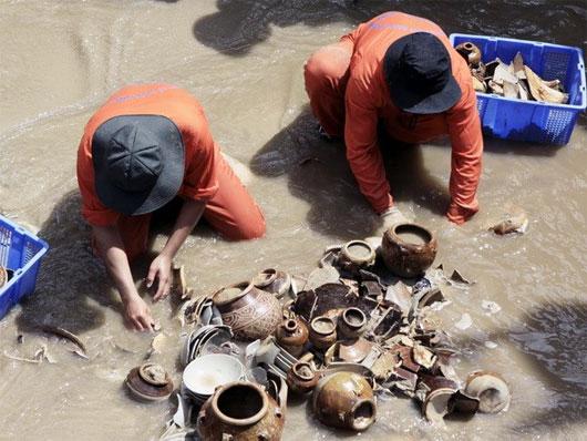 Tìm thấy cổ vật niên đại ước trên 2.500 năm tại Long An