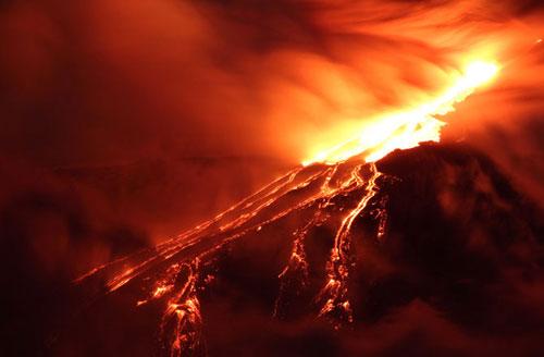 Núi lửa lớn nhất châu Âu phun trào dữ dội