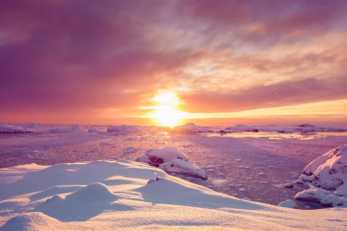 Những tàn tích của khởi nguồn Hệ Mặt trời có thể ẩn ngay dưới bề mặt băng Nam Cực.