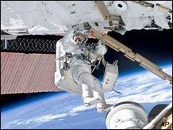 """NASA """"sắm"""" toilet 19 triệu USD"""
