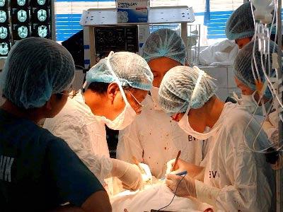 Phẫu thuật thành công cho bệnh nhân có khối u khổng lồ