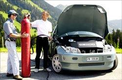 Xe hơi không gây ô nhiễm: Bao giờ?