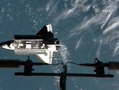 Tàu vũ trụ Endeavour bị thủng bụng
