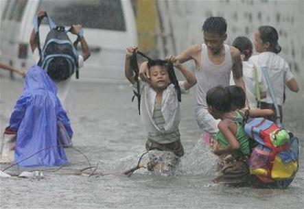 Philippines: Bão Sepat khiến thủ đô Manila chìm trong lũ