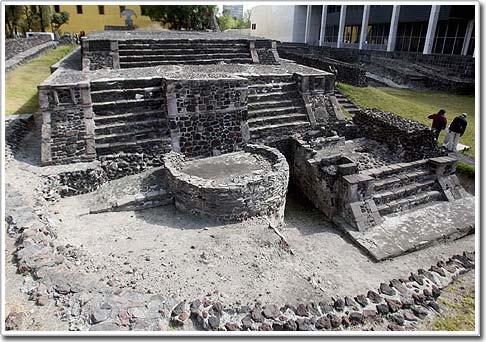 Khai quật kim tự tháp cổ ở Mexico