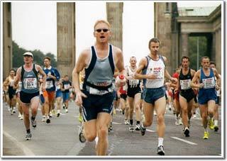 Chạy maratông cứu sống những người đua xe ôtô.
