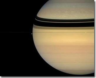 Phát hiện điểm nóng chứa khí nén trên cực bắc sao Thổ