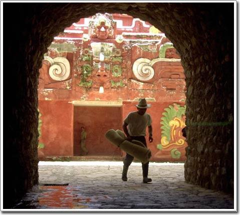 Bí quyết về lớp sơn lấp lánh ở đền cổ Maya