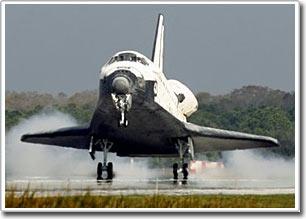 Tàu vũ trụ Atlantis hạ cánh an toàn