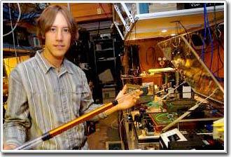 Tia laser giúp khám phá ra những căn bệnh tiềm ẩn qua các mẫu hơi thở
