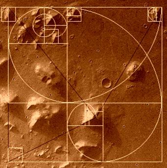 """Bí mật """"kim tự tháp"""" trên sao Hỏa"""