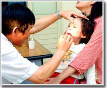 Trẻ có thể bị điếc chỉ vì... sổ mũi