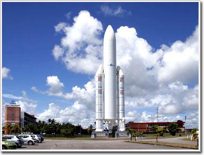 """VINASAT 1 đã """"xuất xưởng"""", lên đường ra bãi phóng"""