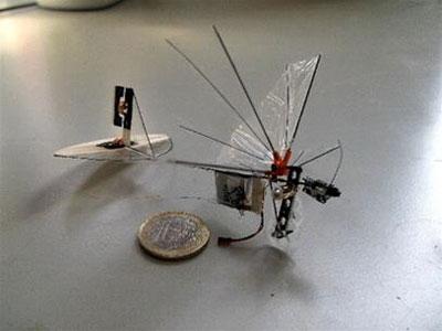 Máy bay gắn camera nhỏ nhất thế giới