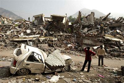 Tứ Xuyên lại động đất chết người