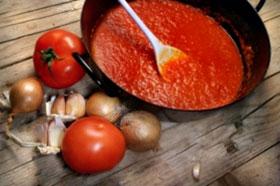 Nên đun nước xốt cà chua nhiều lần trước khi ăn