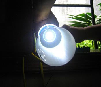 Đèn 'trường thọ' tiết kiệm điện
