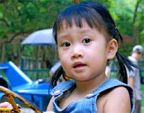 Trẻ học 2 ngôn ngữ có thể nói lắp