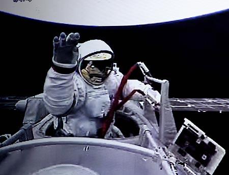 Hành trình người Trung Quốc bước ra ngoài vũ trụ