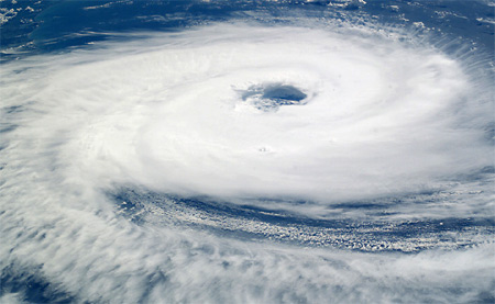 Tâm bão nhìn từ vũ trụ
