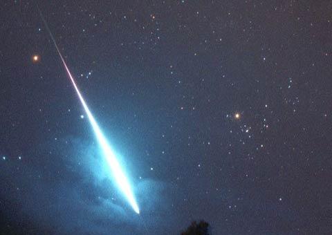 Một thiên thể nổ tung trong khí quyển Trái đất