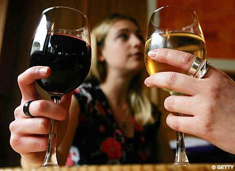 Uống rượu càng nhiều não teo càng nhanh