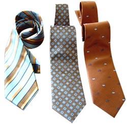 Có thể mất cơ hội vì cà vạt màu xanh và tím