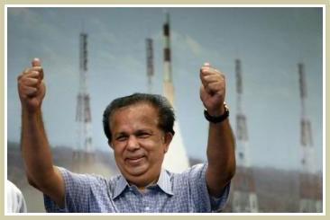 Tàu thăm dò không người lái của Ấn Độ tiếp cận Mặt trăng