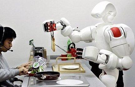Mèo máy biết kêu và robot phục vụ bữa sáng