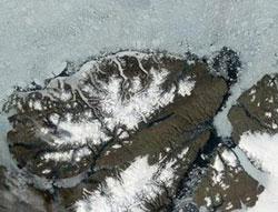 Báo động băng tan bất thường ở Bắc Cực