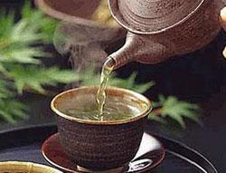 Nước trà chống ăn mòn răng